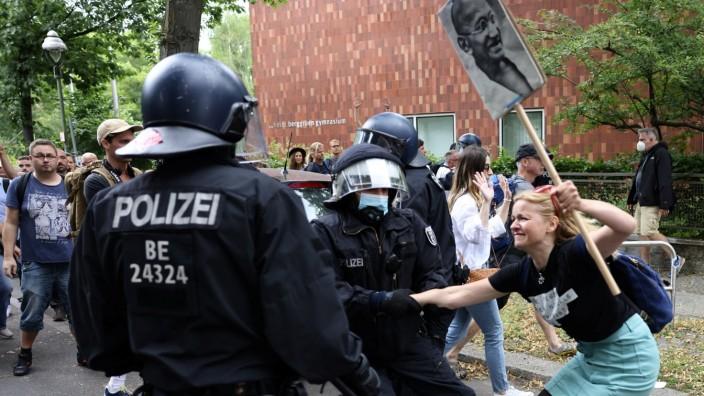 Polizei und Querdenker-Protest in Berlin
