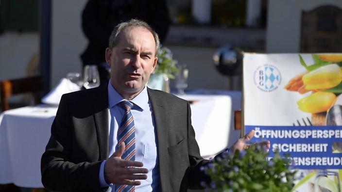Freie Wähler: In Aying gab er sich heuer als Retter der Gastronomie: Hubert Aiwanger