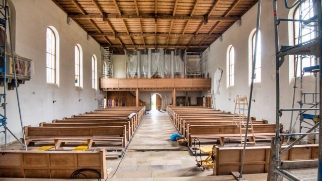 Pfarrkirche Christkönig in Weßling: Unter anderem müssen die teilweise 50 Jahre alten elektrischen Leitungen des Gotteshauses erneuert werden.