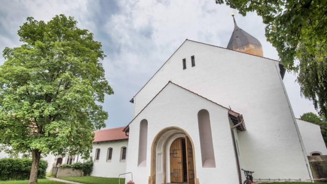 Pfarrkirche Christkönig in Weßling: Als nächstes muss das Dach von Mariä Himmelfahrt saniert werden.