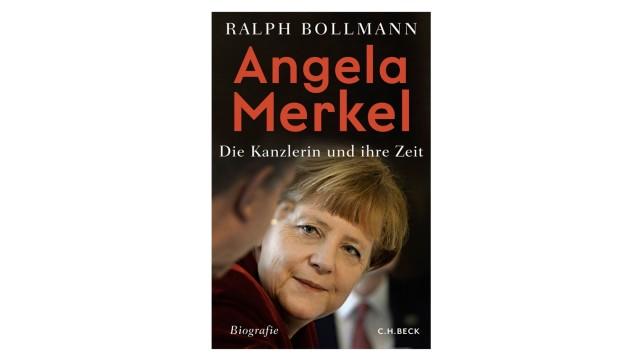 Bücher des Monats: Ralph Bollmann: Angela Merkel. Die Kanzlerin und ihre Zeit. C. H. Beck, München 2021. 800 Seiten, 29,95 Euro.