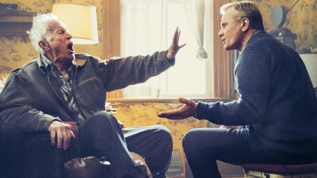 """Preview: Vater (Lance Henriksen) und Sohn (Viggo Mortensen) sind im Film """"Falling"""" selten einer Meinung."""