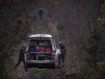 Politiet leder efter den forsvundne 43-aarige psykolog Maria From Jakobsen i en skov naer Frederikssund i Nordsjaelland,