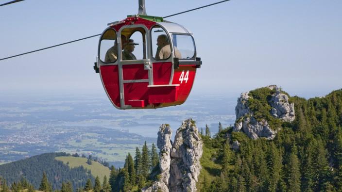 Infrastruktur am Berg: Bald sollen neue Achterkabinen die alten Gondeln der Kampenwandbahn ersetzen. Doch manchen Einheimischen wird der Rummel auf dem Berg zu groß.
