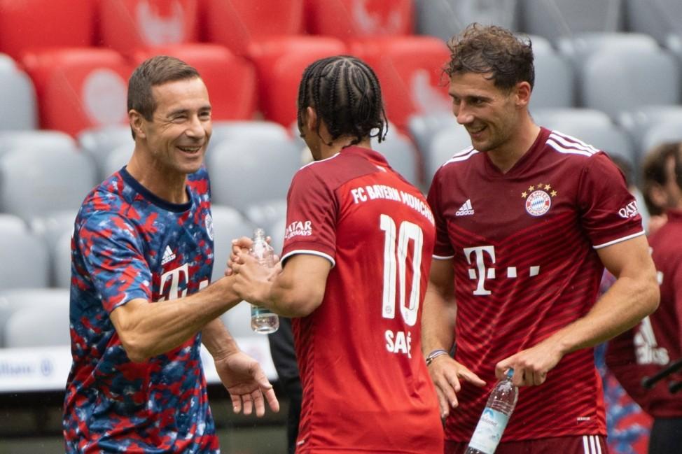 Kai Pflaume, deutscher Fernsehmoderator und Webvideoproduzent., Leroy Sane 10 (FC Bayern Muenchen), Leon Goretzka 8 (FC