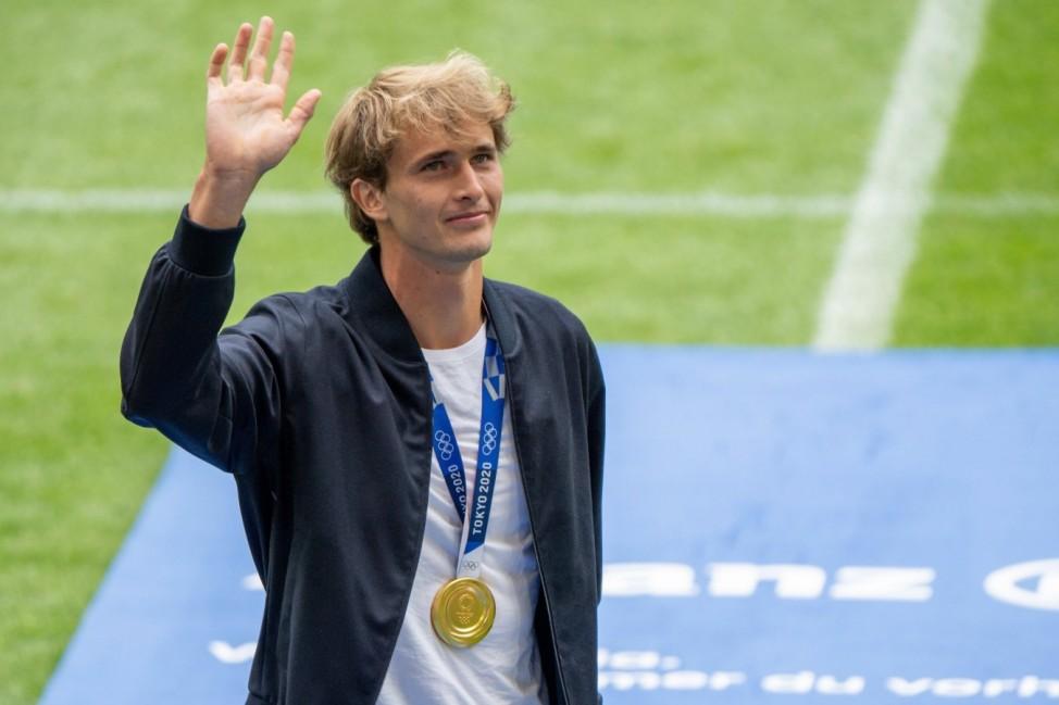 Alexander ãSaschaÒ Zverev ist ein deutscher Tennisspieler und Olympiasieger, Teampraesentation FC Bayern Muenchen, 04.08