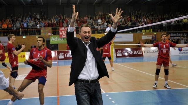 Volleyball: Der TSV Unterhaching wurde mit Trainer Mihai Paduretu viermal deutscher Volleyball-Pokalsieger - und ärgerte die Großen auch ab und an in Playoff-Finals, wie hier 2012 die Berlin Volleys.