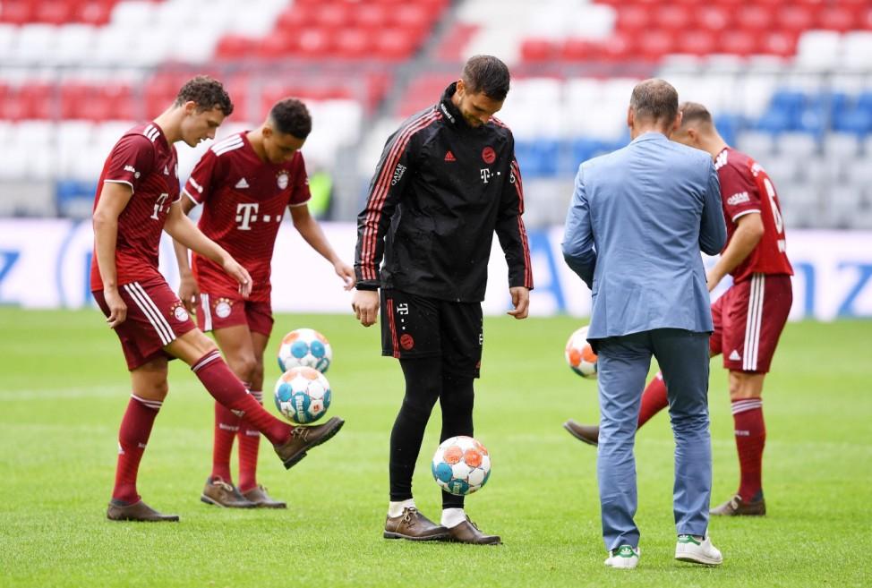 Fussball 1. Bundesliga Saison 2021/2022 Teampraesentation, Training und Benefizspiel beim FC Bayern Muenchen in der All