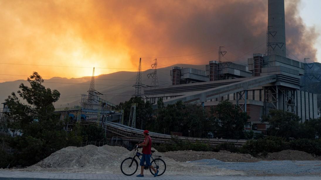 Waldbrände in der Türkei: Flammen erfassen Kohlekraftwerk