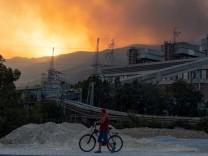 Waldbrände in der Türkei: Flammen erfassen ein Kohlekraftwerk