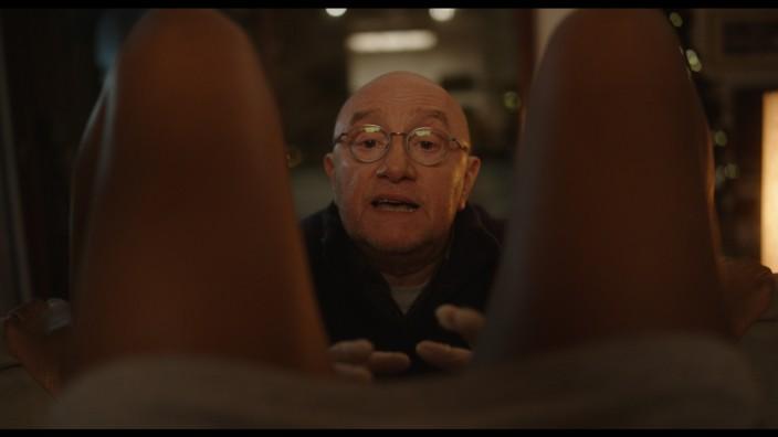 """Pressebilder. Filmstills """"Ein Doktor auf Bestellung"""" (DVD-Start am 30.7.21); © SquareOne (auch online)."""