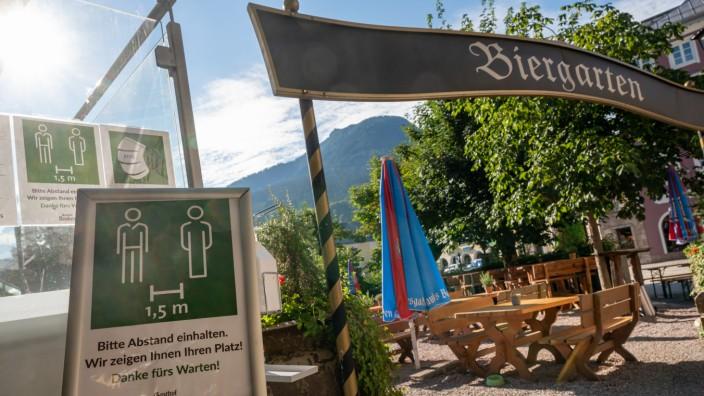 Coronavirus in Bayern: Corona-Regeln in einem Biergarten in Berchtesgaden