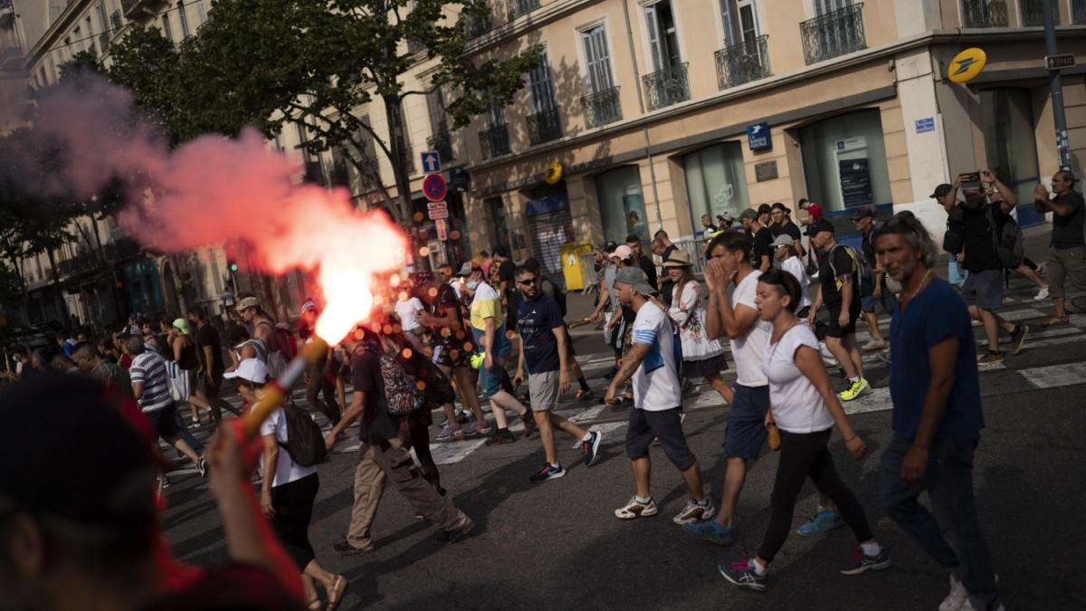 Image Corona weltweit: Mehr als 230 000 Menschen bei Protesten in Frankreich