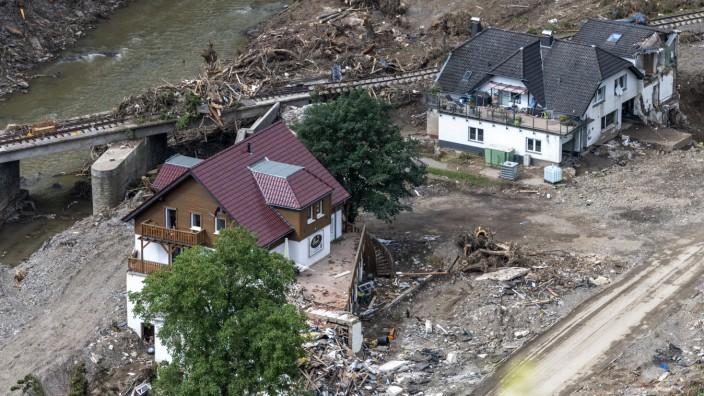 Das Hochwasser zerstörte im Kreis Ahrweiler in Rheinland-Pfalz nicht nur Wohnhäuser, Hotels und Restaurants, es legte auch große Teile der Verwaltung lahm.