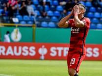 08.08.2021, xpsx, Fussball DFB Pokal 1.Runde, SV Waldhof Mannheim - Eintracht Frankfurt v.l. Rafael Borre, Rafael Santo