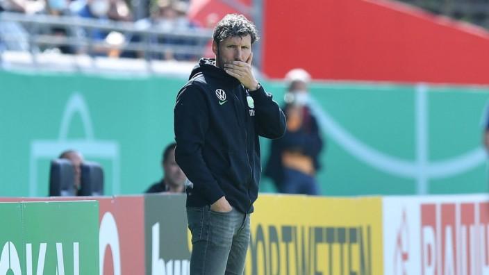 Fußball DFB-Pokal 1. Runde Preußen Münster - VfL Wolfsburg am 08.08.2021 im Preußenstadion in Münster Mark van Bommel (