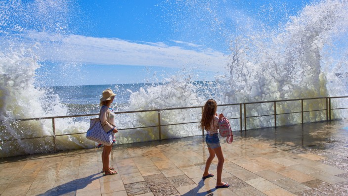 Lisbon, Lissabon, Portugal, 16rd August 2020. Tourists and local people visit the beaches of Cascais and Estoril.