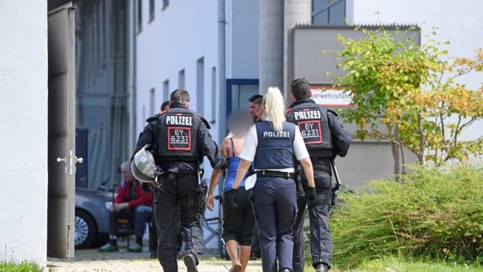 Festnahmen nach Angriff auf Polizisten
