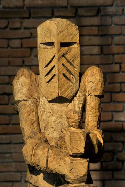 Weßling:Pfarrstadl:  Holzskulpturen von Andreas Kuhnlein