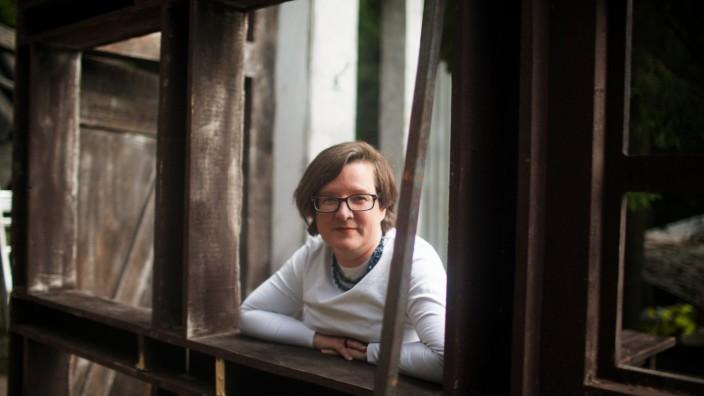 """Festspielleitung in Wunsiedel: Birgit Simmler ist die Leiterin der Luisenburg-Festspiele, ursprünglich kommt sie aus Münster. 2017 ist sie nach Wunsiedel gezogen, denn sie ist der Typ """"ganz oder gar nicht"""", sagt sie von sich selbst."""