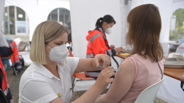 Coronavirus-Pandemie: Impfaktionen finden an vielen Orten in München statt, hier vor der katholischen Akademie in Schwabing.