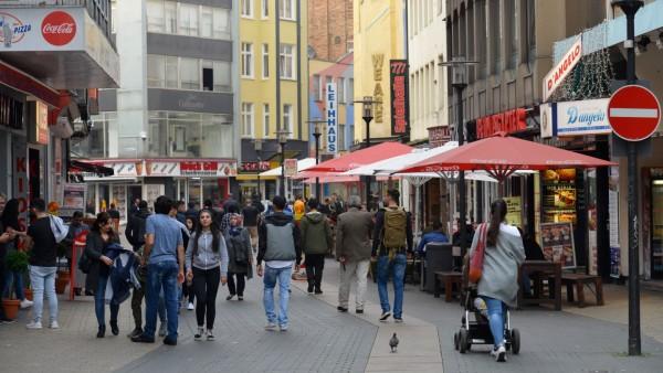 Einkaufstrasse Brueckstrasse Dortmund Nordrhein Westfalen Deutschland Einkaufstrasse Brueckstras