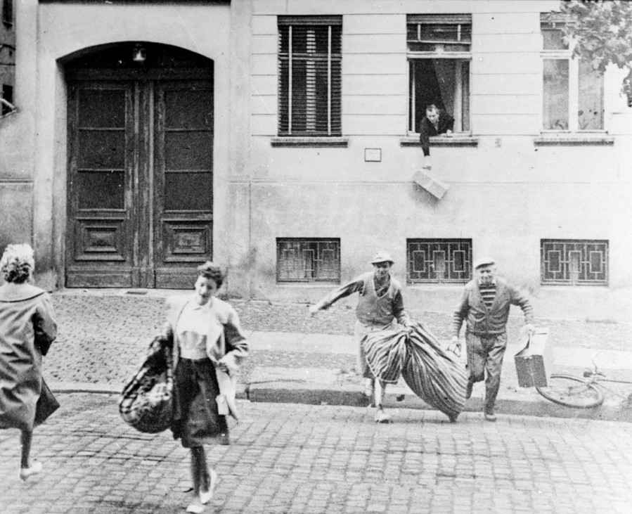 Berlin Flashback to August 20th 1961 The picture shows the escape of an entire family just a week