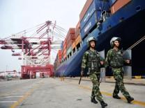 China's October exports down 3.2 pct, imports up 3.2 pct