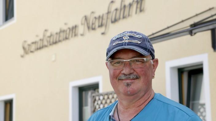 Neustart mit 58 Jahren: Mit einem Alter von 58 Jahren ist Martin Krampfl, beschäftigt bei der Neufahrner Sozialstation, ein Quereinsteiger in den Pflegeberuf.