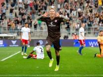Hamburg, 13. August 2021 - Fußball, 2. Bundesliga 2020/21, FC St. Pauli - Hamburger SV: Simon Makienok (FC St. Pauli, 1