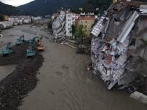 (210813) -- KASTAMONU (TURKEY), Aug. 13, 2021 -- Aerial photo taken on Aug. 13, 2021 shows an area hit by floods in Boz