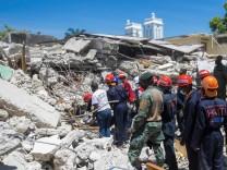 Hundreds killed in magnitude 7.2 quake in Haiti