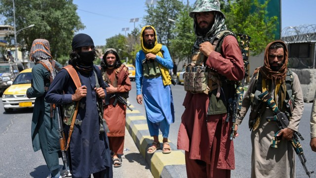 Afghanistan: Viel früher am Ziel als erwartet: Wenige Stunden nach der Flucht von Aschraf Ghani haben Taliban-Kämpfer die Hauptstadt Kabul eingenommen.