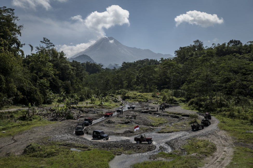 Indonesians Celebrate Independence Day On Slopes Of Active Volcano