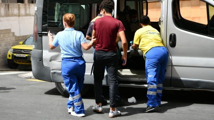 Zurück nach Marokko: Die Abschiebung Minderjähriger wurde vorerst ausgesetzt. Insgesamt sitzen etwa 700 bis 800 junge Menschen in der spanischen Exklave Ceuta fest.