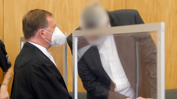 Prozeßauftakt - Arzt soll Covid-19-Patienten getötet haben
