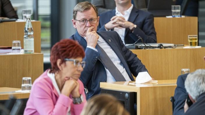52. PLENARSITZUNG IM THÜRINGER LANDTAG 02/07/2021 - Erfurt: Ministerpräsident Bodo Ramelow (DIE LINKE) in der 52. Plenar