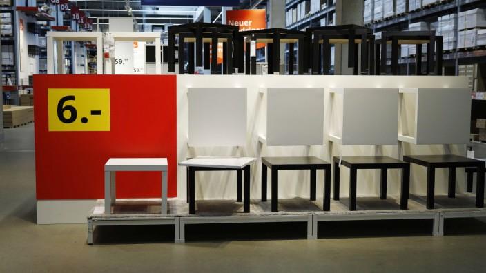 Kaarst, Ikea Einrichtungshaus in Kaarst, 01.10.2020 Beistelltisch im Einrichtungshaus Ikea in Kaarst bei Düsseldorf ***