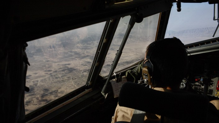 Luftaufnahme von Afghanistan aus einer Transall Masar e Scharif Afghanistan View over Afghanis