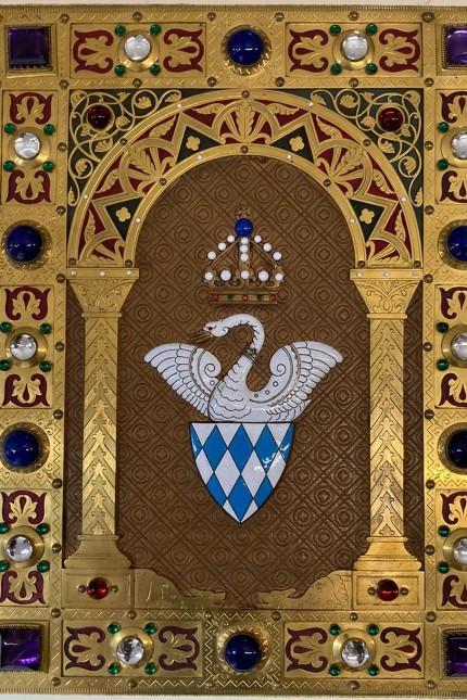 für Bayern, zum 175. Geburtstag von König Ludwig II:  Ein Geburtstagsgeschenk für den König / Schreibmappe und Federhalter Ludwigs II in Neuschwanstein ausgestellt