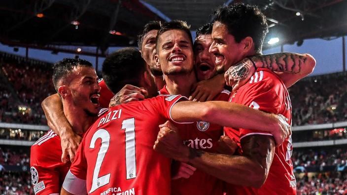 Champions-League-Qualifikation: Seltene Huldigung: Julian Weigl erzielt im 68. Pflichtspiel für Benfica sein drittes Tor.
