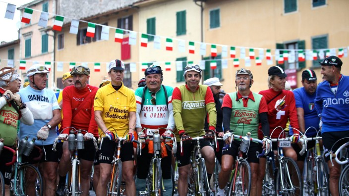 161003 TUSCANY Oct 3 2016 Cyclists get ready to set off at the starting line during the E
