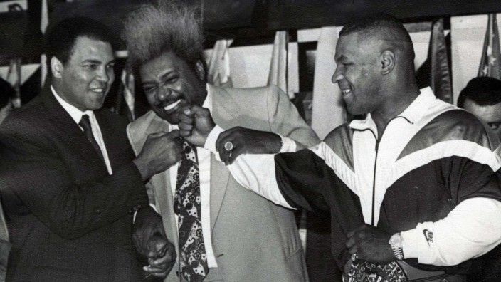 1988 - Mexico - Muhammad Ali with promotor Don King and Mike Tyson. ALI THE GREATEST PUBLICATIONxINxGERxSUIxAUTxONLY -; Boxen