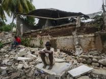 Nach Erdbeben: Fast 2200 Tote in Haiti