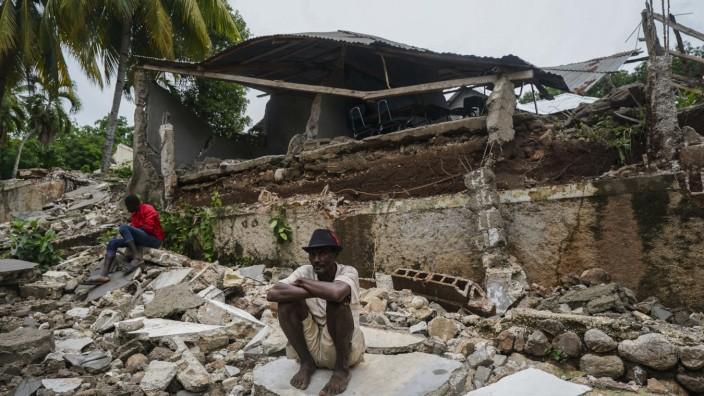 Nach Erdbeben: Die medizinische Lage war schon vor dem Beben schwierig: Zerstörtes Krankenhaus in Fleurant.
