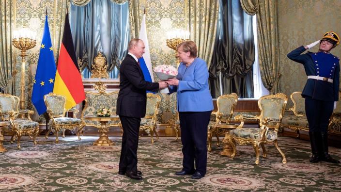 Russian President Vladimir Putin receives German Chancellor Angela Merkel at the Kremlin in Moscow