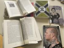 Rechtsextremismus: Ausgeliehen, gelesen, zerschnitten