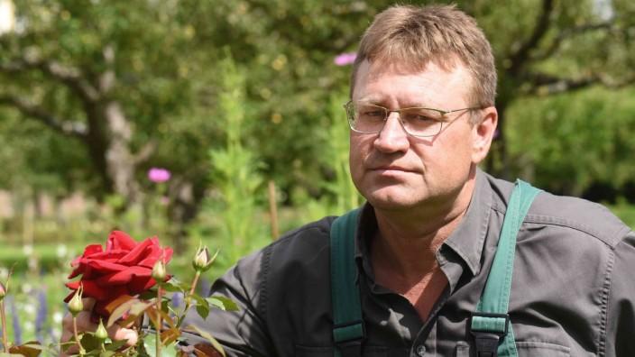 SZ-Serie: Wer wohnt denn da?: Anton Winter ist damals eher durch Zufall Gärtner geworden, mittlerweile könnte er sich aber keinen besseren Job mehr vorstellen.