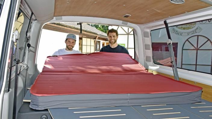 Wirtschaft: Vor ein paar Jahren haben Felix Wilhelm (links) und Sebastian Weber ihre Busmanufaktur gegründet.