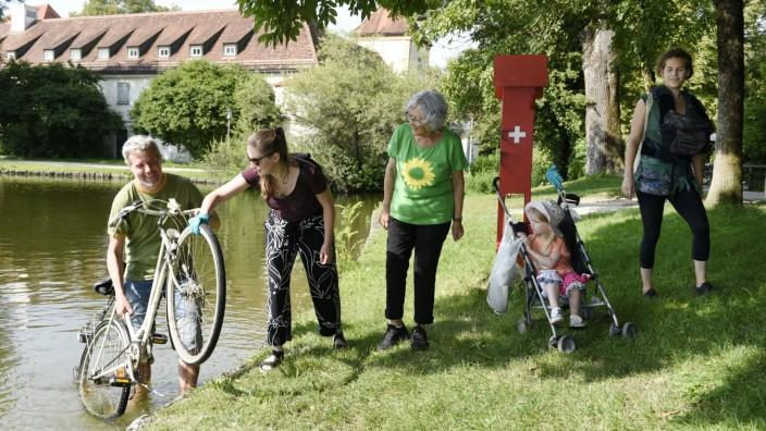 Umweltschutz: Ramadama entlang der Würm: Die Grünen sammeln bei ihrer Aktion jede Menge Abfall. Darunter auch ein Fahrrad.